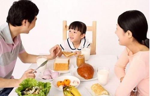 Bé  tăng cân nhanh chóng nhờ cung cấp đủ dinh dưỡng
